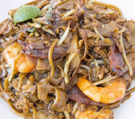 18868552-singapore-char-kway-teow-rice-noodle-stir-fry-with-prawns-chinese-sausage-and-fishcake-closeup-stock-photo